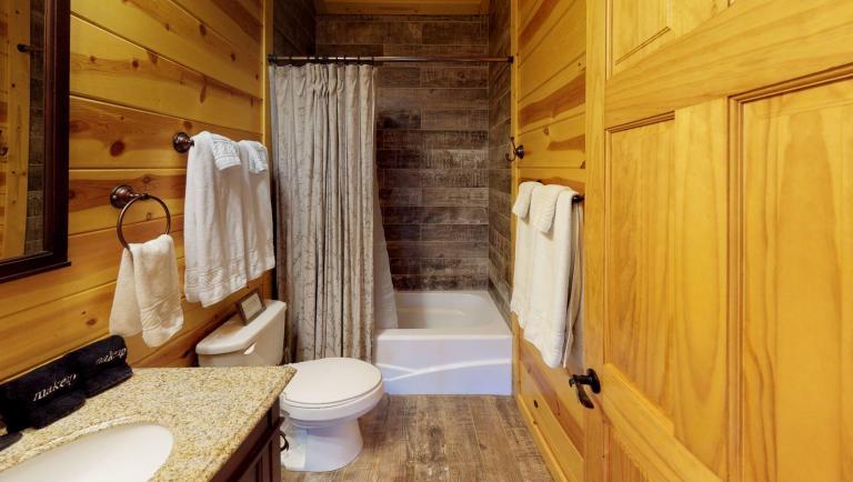 Briarwood Cabin Bathroom