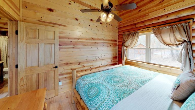 Briarwood Cabin Bedroom(2)