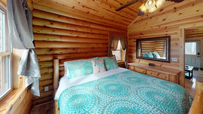 Briarwood Cabin Bedroom(3)