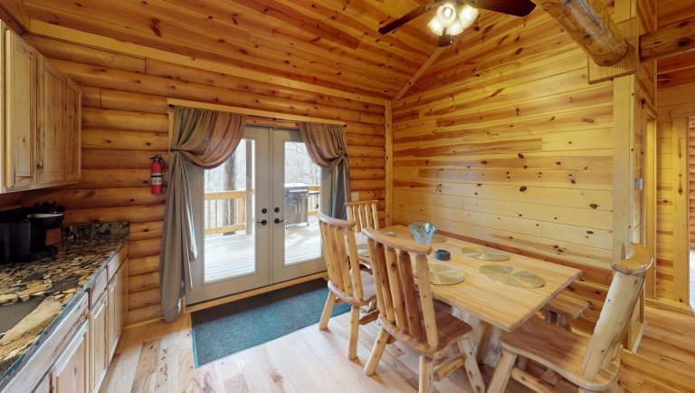 Briarwood Cabin Dining Room