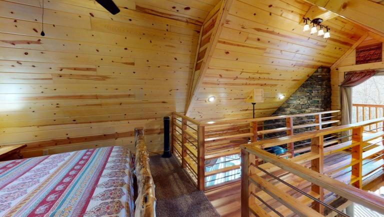 Canopy Ridge Treehouse Bedroom(1)