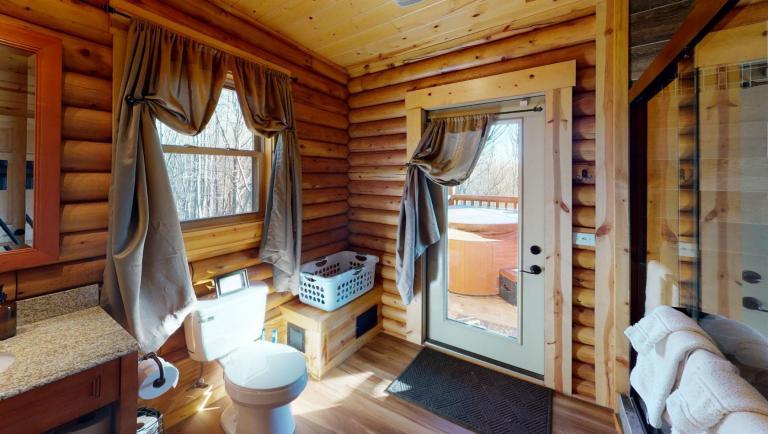 Canopy Ridge Treehouse Bedroom(2)
