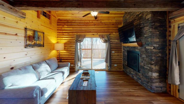 Canopy Ridge Treehouse Living Room