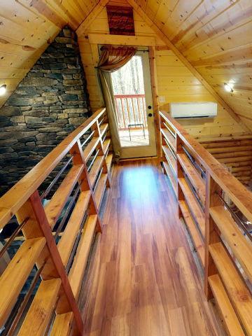 Canopy Ridge Treehouse path to deck