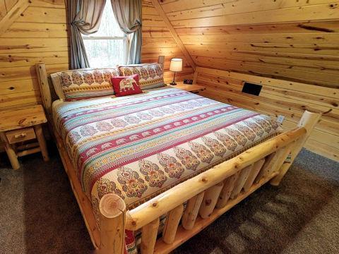 Sweet Retreat Cabin bedroom